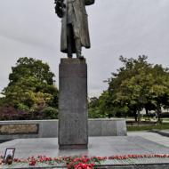 Příště bude karafiátů 1 000! Prohlásil Jiří Horák, vedoucí skupiny KSČM pro Pravdivou historii a jeden z organizátorů akce.
